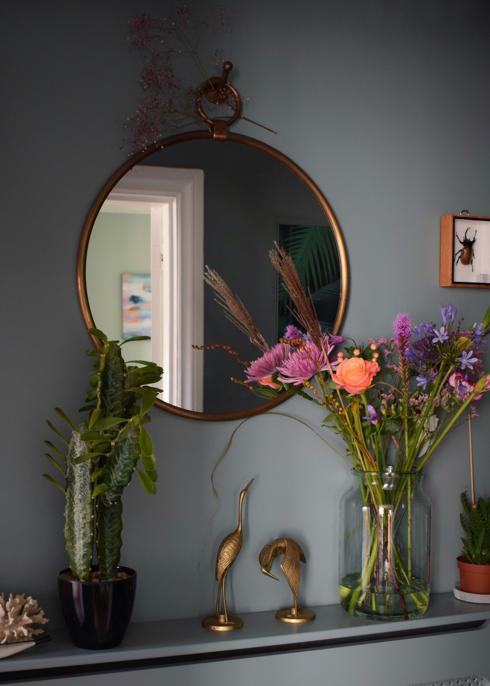 vintage-bohemian-eclectic-style-hallway-interiors-farrow-ball-Oval-Room-Blue-faux-cactus-brass-mirror
