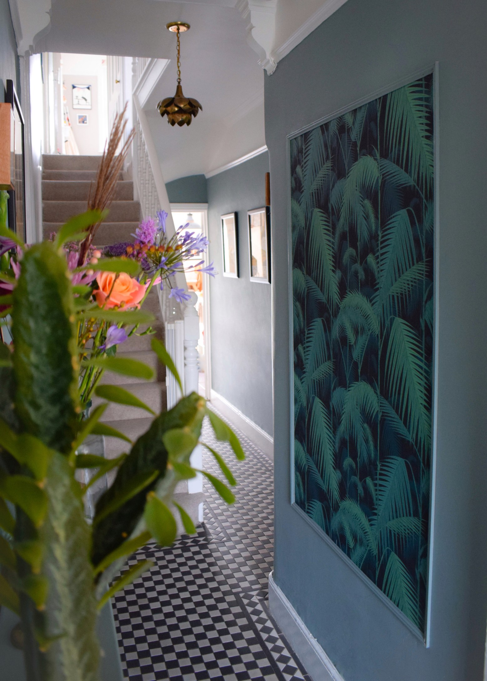 vintage-bohemian-eclectic-style-hallway-interiors-farrow-ball-oval-room-blue-cole-son-palm-print-wallpaper